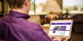 Student viewing online K-State resources